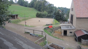 ansicht-offenstall-1b-offenstall-2-reitplatz